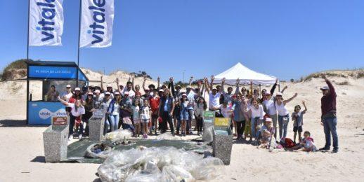 Coca-Cola FEMSA Uruguay en la jornada de limpieza de la playa de San José de Carrasco.