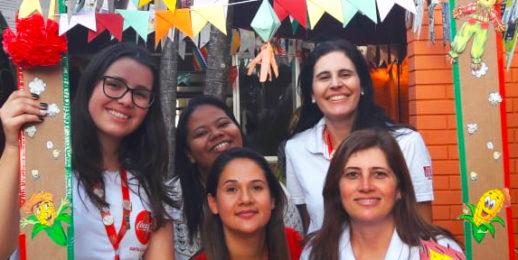 Voluntários KOF promoveramuma festa junina na ala pediátrica do Hospital Universitário de Maringá.