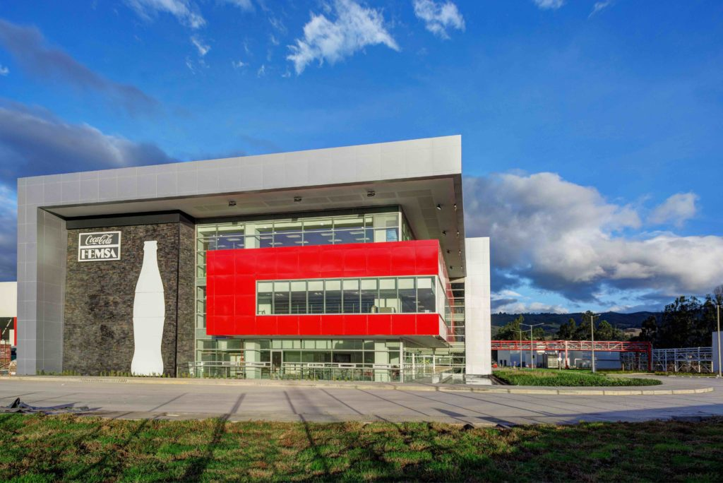 Coca-Cola FEMSA y Finsocial firman alianza para apoyar a los tenderos emprendedores colombianos
