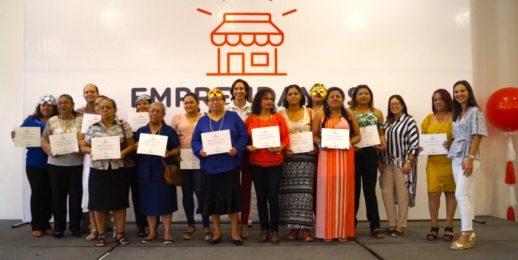 """453 mujeres se graduan del proyecto """"Emprendamos Juntas"""" 2019 apoyado por Coca-Cola FEMSA."""