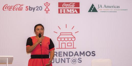 550 mujeres se gradúan del proyecto Emprendamos Juntas apoyado por Coca-Cola FEMSA.