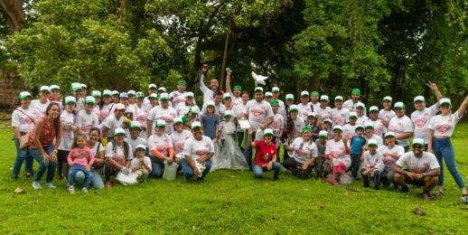 Voluntarios del Sistema Coca-Cola se unen a la gran limpieza de playas, costas y ríos de Panamá.