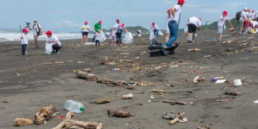 Recolección de más de una tonelada de residuos en playas de Costa Rica.