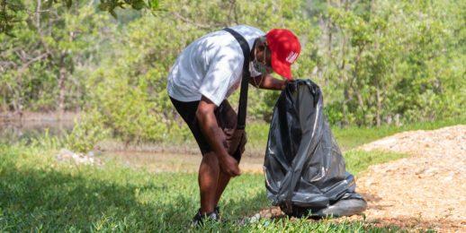 Coca-Cola FEMSA contribuye a la limpieza de playas en Venezuela.