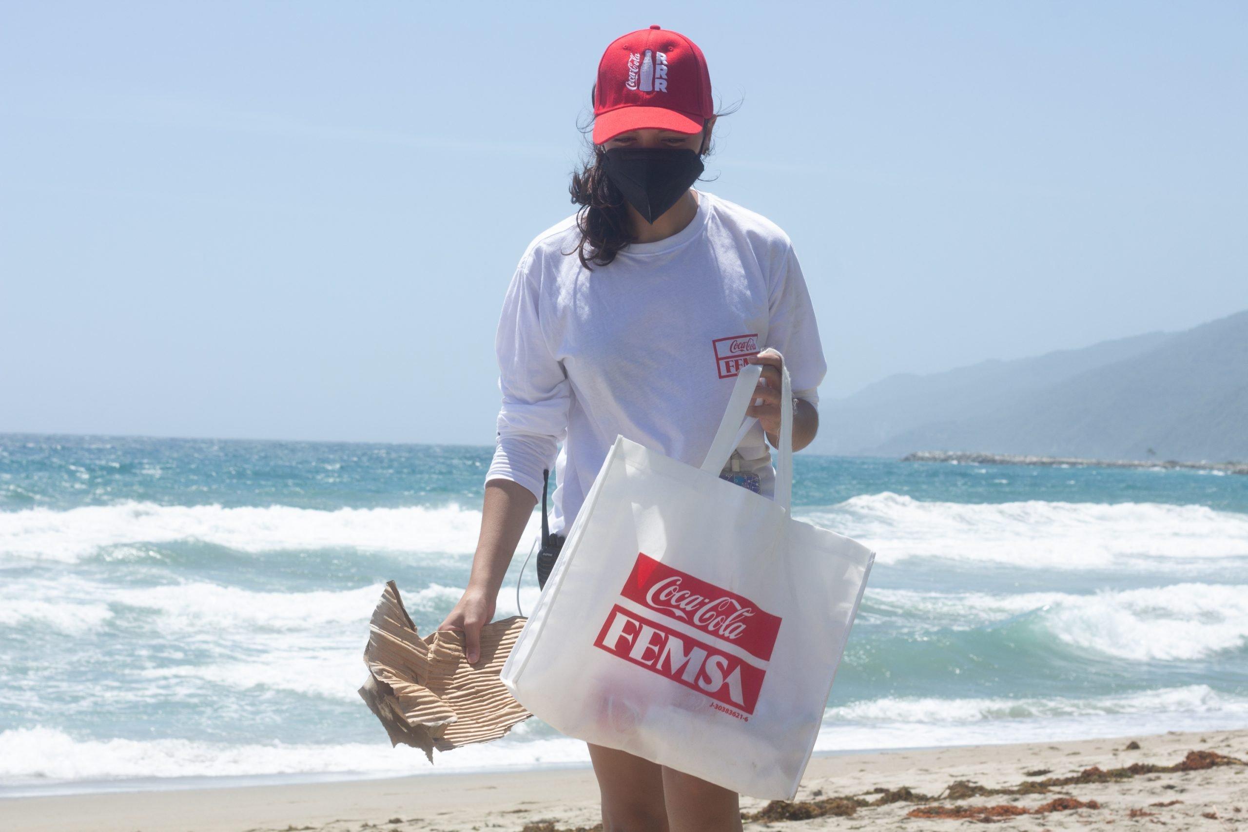 Red por el Planeta: Coca-Cola FEMSA Venezuela inaugura punto ecológico en Playa Los Cocos.