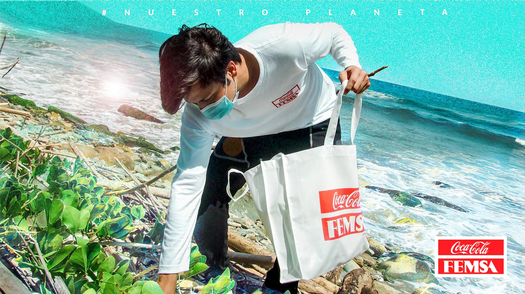 Coca-Cola FEMSA de Venezuela celebra el día mundial de playas con recolección masiva de residuos e instalación de punto ecológico